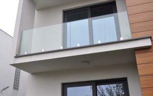Glasvæn indespændt glas