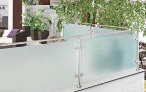 Glasværn med stolper
