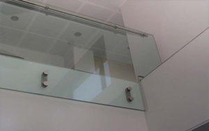 Glasvæn til balkon