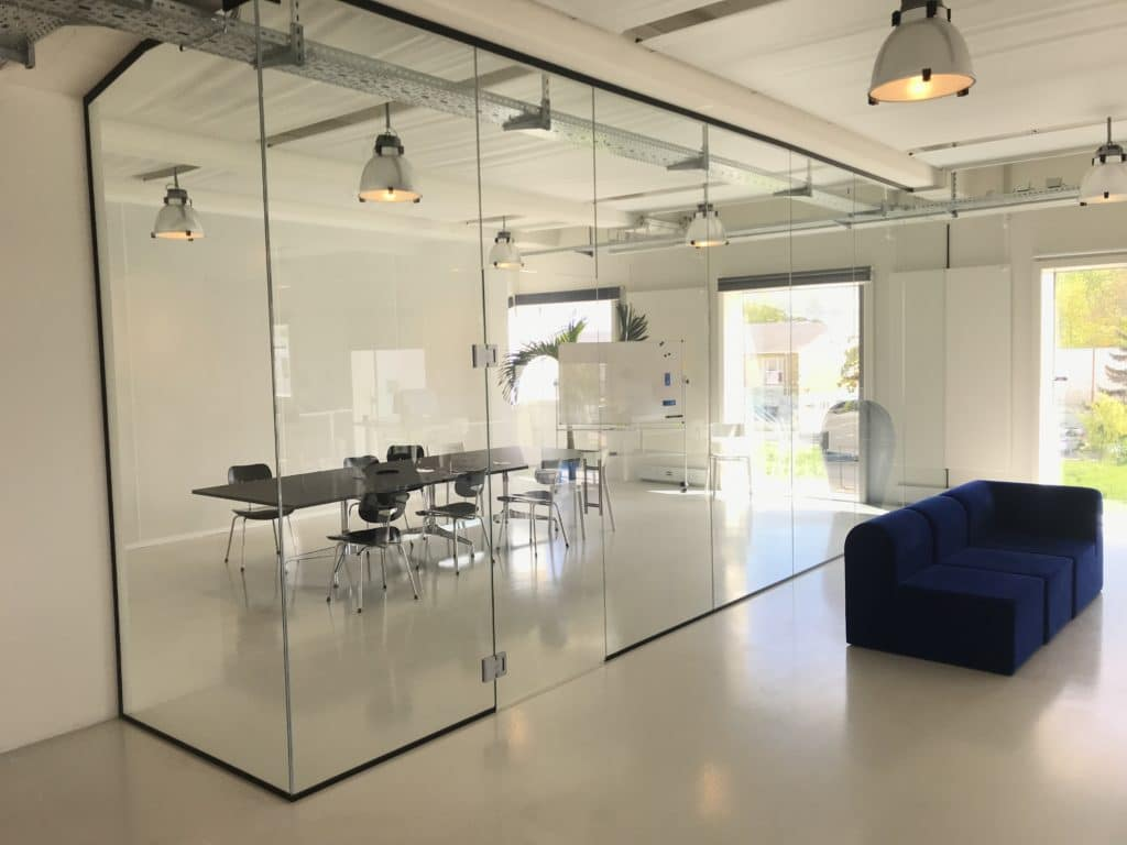 Glasvæg til kontoret